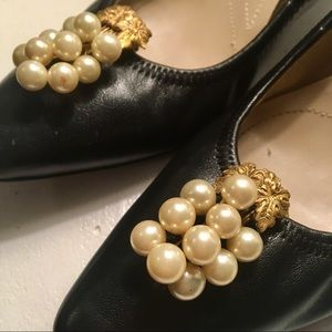 Gold and pearls decorative shoe clips